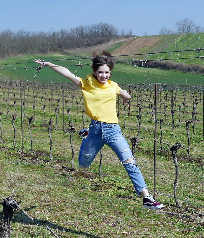 Sofie Girsch im Weingarten